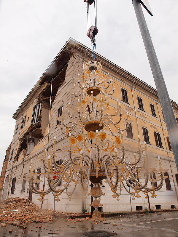 """""""Una Luce per L'Emilia Romagna"""" – Sono arrivati a Murano i lampadari di Sant'Agostino"""