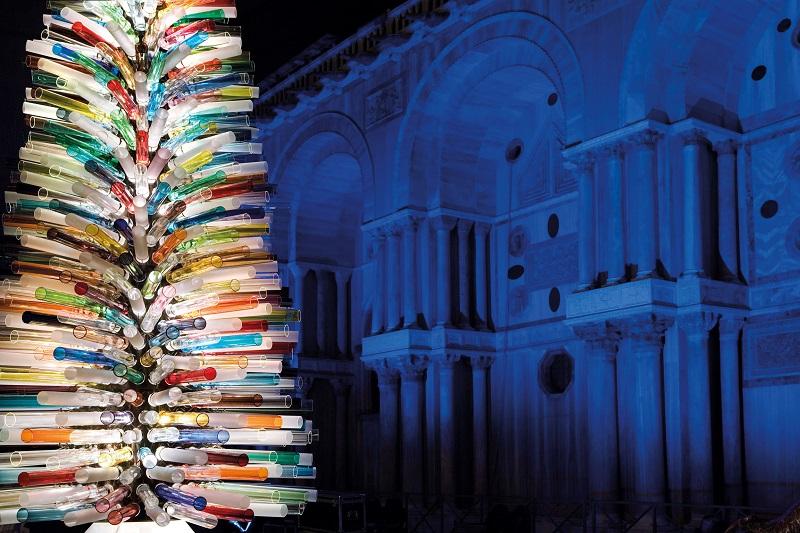 Magie di vetro a Ferrara: l'albero di Natale di Simone Cenedese