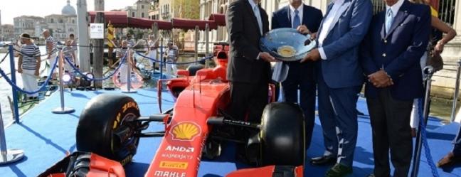 Premi in Vetro Artistico® Murano per i vincitori del Gran Premio d'Italia di Formula 1 di Monza