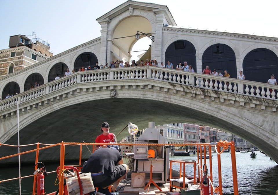 È in arrivo la #FloatingFurnace, una fornace galleggiante per dimostrazioni itineranti